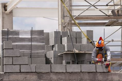learn   build  concrete block wall