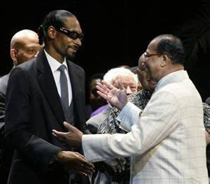 Snoop Dogg appears at Nation of Islam meeting - today ...