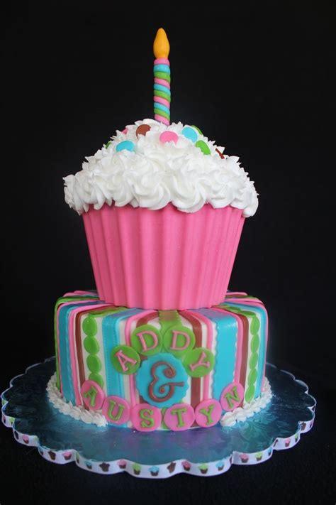 giant cupcake cakes ideas  pinterest big