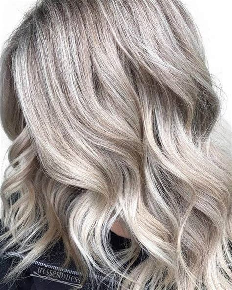 Golden Platinum Hair by 50 Platinum Hairstyle Ideas For A Glamorous 2019
