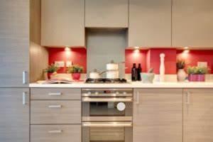 Küche Gemütlich Einrichten : kleine k che einrichten ~ Markanthonyermac.com Haus und Dekorationen