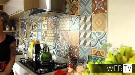cozinha ganha ar despojado  ladrilhos coloridos youtube