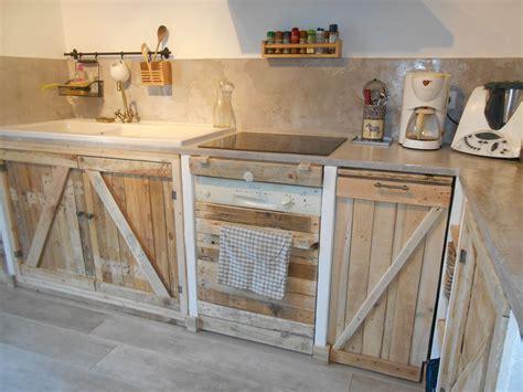 table de cuisine en palette cuisine avec palettes meubles palette