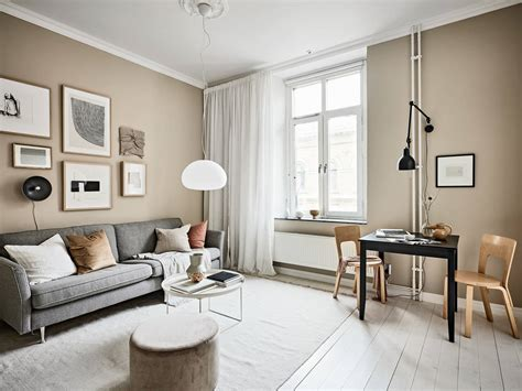 Transform stark, sterile spaces by adding warm, welcoming accents that will make the living room the view image. Small studio with beige walls - COCO LAPINE DESIGNCOCO LAPINE DESIGN