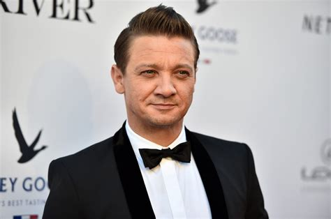 Here Photographic Proof That Jeremy Renner Hawkeye
