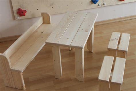 kindersitzbank mit tisch kindertisch garten selber bauen wohn design