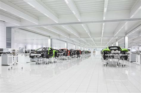 mclaren factory mclaren automotive factory tour carwitter car news