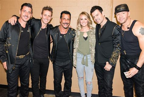 Watch Carrie Underwood Serenade New Kids On The Block [video]