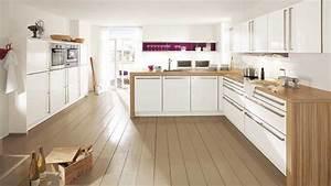 Cuisine Plan De Travail Bois : un plan de travail en contraste avec les meubles de la cuisine ~ Dailycaller-alerts.com Idées de Décoration