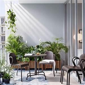 Ikea Table Balcon : petit balcon meubl avec une table pliante brun fonc quatre chaises empilables et des ~ Teatrodelosmanantiales.com Idées de Décoration