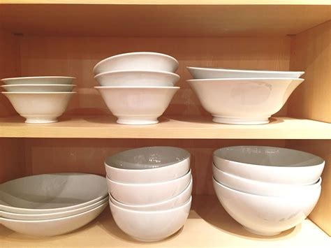 dinnerware porcelain stoneware difference between types different yelitza rodriguez getty identify materials