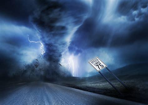 草原上的龙卷风高清图片 - 素材中国16素材网