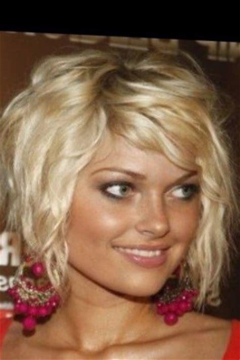 coiffure pour carre plongeant tendances