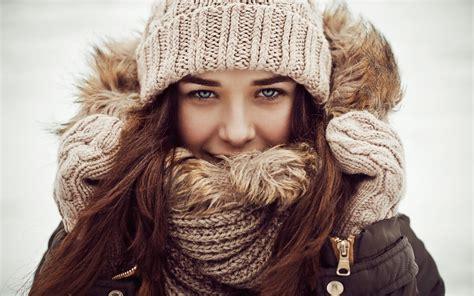 Winter Girl Wallpapers Images Photos Pictures Backgrounds