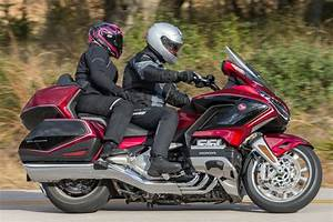 Gold Wing 2018 : 2018 honda gold wing tour first u s ride review rider ~ Medecine-chirurgie-esthetiques.com Avis de Voitures