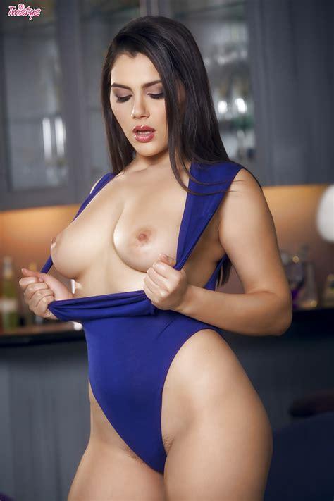 Leggy Italian Pornstar Valentina Nappi Exposing Trimmed Pussy