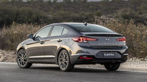 2019 Hyundai Elantra Is Acutely Triangulated Roadshow