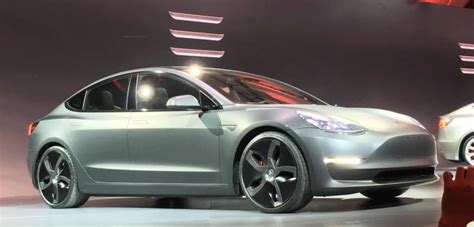 Tesla Model 3 Pre-orders Reach 400,000