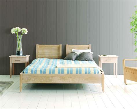 chambre en bois massif chambre a coucher bois massif raliss com