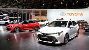 Toyota Corolla Touring Sports 2019  Motori  Interni  Bagagliaio