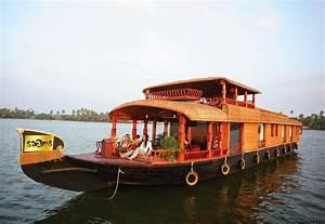 Kerala Luxury Houseboat For Six People Cruising Kerala