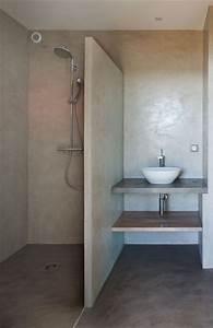les 25 meilleures idees de la categorie douche italienne With beton cire dans une salle de bain