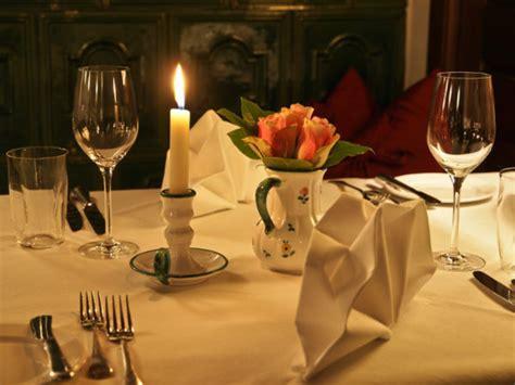 cena lume di candela bimillenario di ovidio in hotel si comincia con la cena a