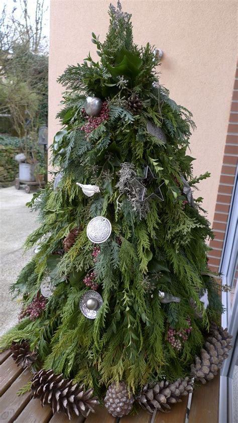weihnachtsbaum aus gruenschnitt basteln dekoration