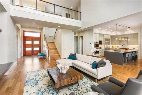 Blondes Holz Für Eine Moderne Wohnungseinrichtung