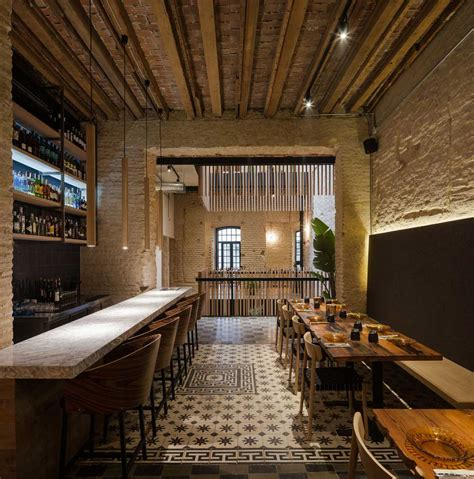 house turned   restaurant  donaire arquitectos