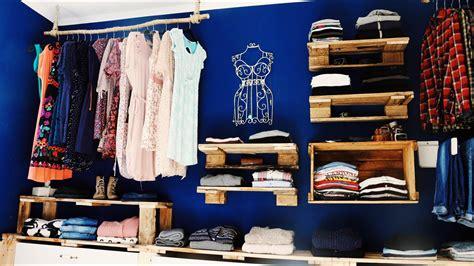 ᐅ Begehbarer Kleiderschrank Aus Paletten & Weinkisten Bauen