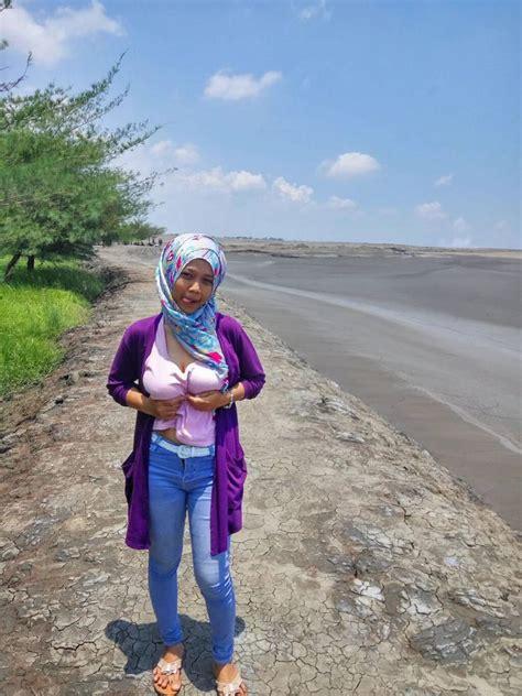 Cewek Jilbab Pamer Toket Montok Outdoor Payudara Toket Gede