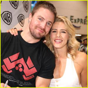 emily bett rickards and robbie amell teen hollywood celebrity news and gossip just jared jr