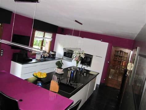 table de cuisine en stratifié cuisine béta laque brillante blanche et granit noir l p