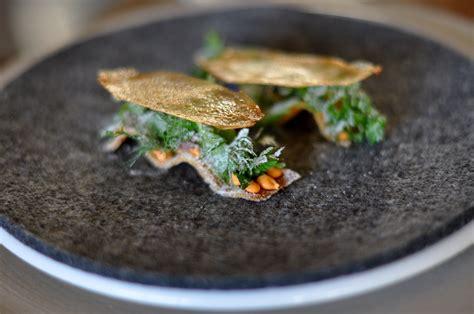 cuisine emulsion file restaurant noma toast med emulsion af røget rogn fra