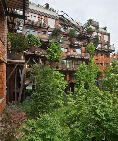 Urban Treehouse Uses 150 Trees To Protect Residents From