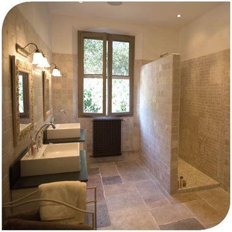 salle de bain deco nature les 25 meilleures id 233 es de la cat 233 gorie carrelage travertin sur sols en travertin
