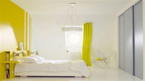 peindre une chambre en deux couleurs trendy peinture chambre couleurs couleurs chaudes et
