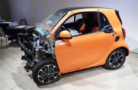 crash teste siege auto smart car crash test with mercedes file smart fortwo