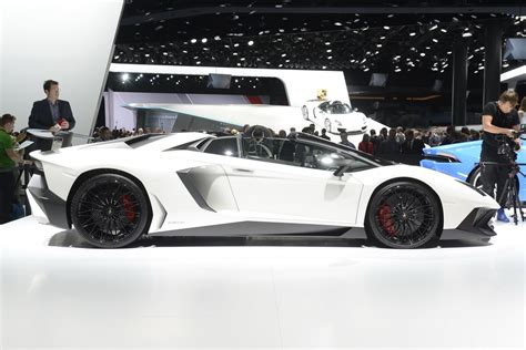 Lamborghini's Aventador SV Roadster Too Hot To Go By