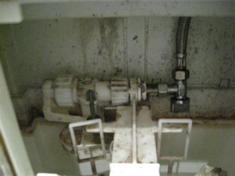 mecanisme chasse d eau toilette suspendu