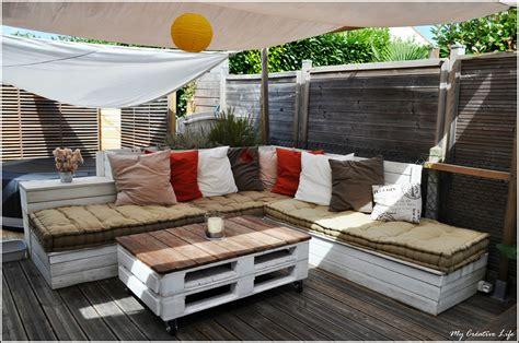 canapé en palette en bois canapé d 39 angle extérieur bois et table basse palette