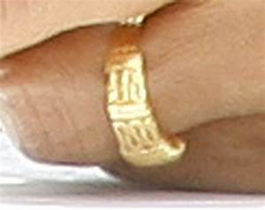 obama39s quotintricatequot indonesian wedding band a close up With barack obama wedding ring