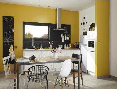 peinture cuisine jaune peinture cuisine jaune avec meubles blanc leroy merlin