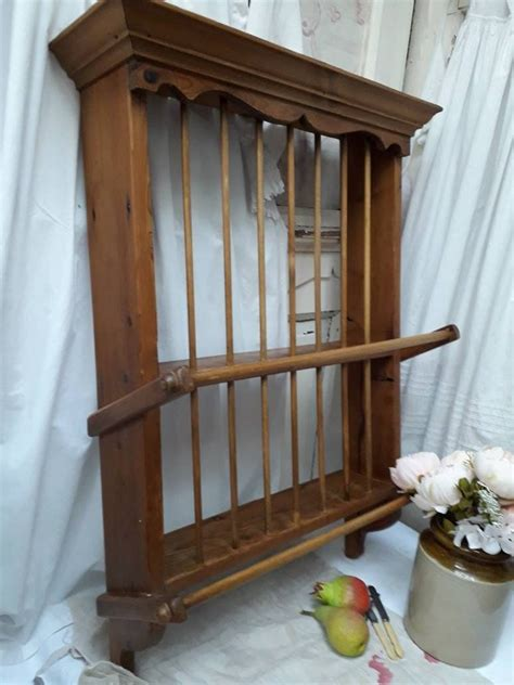 beautiful vintage honey pine plate rack  decorative top  fixing plates  vintageatno