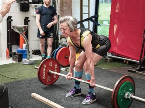 meet  powerlifting grandma   deadlift    mens health