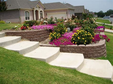 Landscaping Ideas For Sloped Backyard by Best 25 Sloped Front Yard Ideas On Sloped