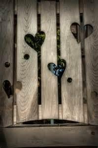 idee fã r hochzeitsgeschenk gartenzaun mit löcher in form eines herzens garten und wohn ideen gardens