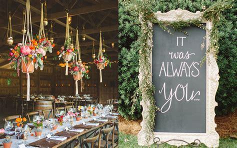 tips dekorasi resepsi pernikahan  rumah  terlihat