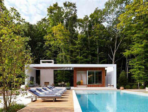 cuisine avec bar ouvert sur salon 11 idées pour intégrer un pool house moderne à coté de votre piscine
